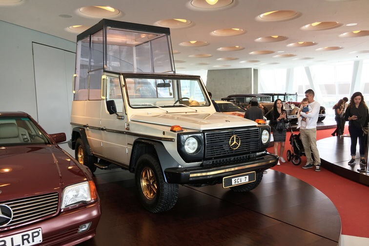 Mercedes-Benz G 230 Papamobil 1980