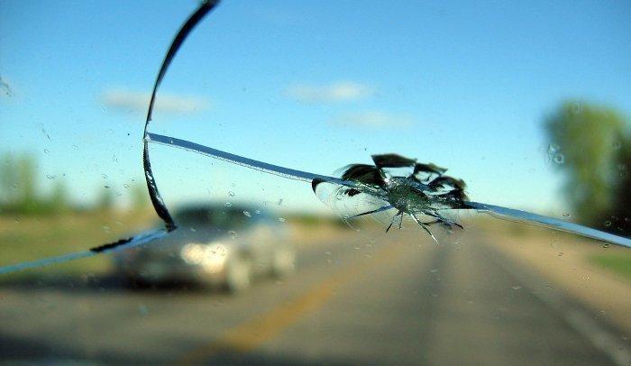 Треснуло лобовое стекло ремонт