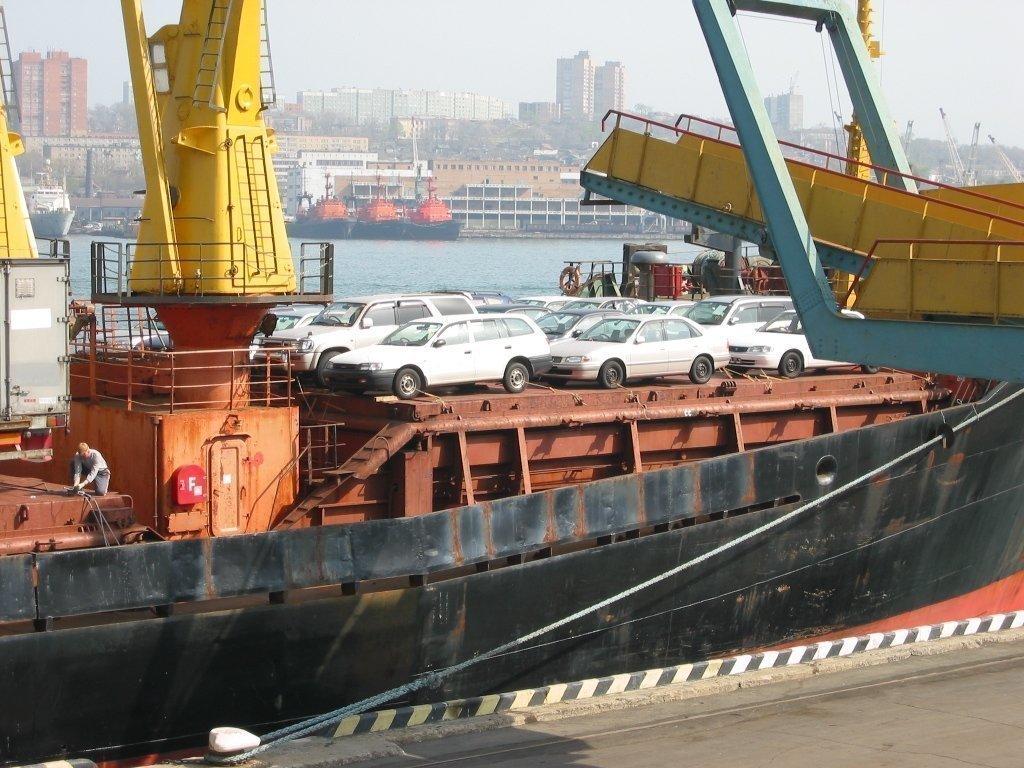 Натаможнях Дальнего Востока застряли сотни машин из-за отсутствия ГЛОНАСС