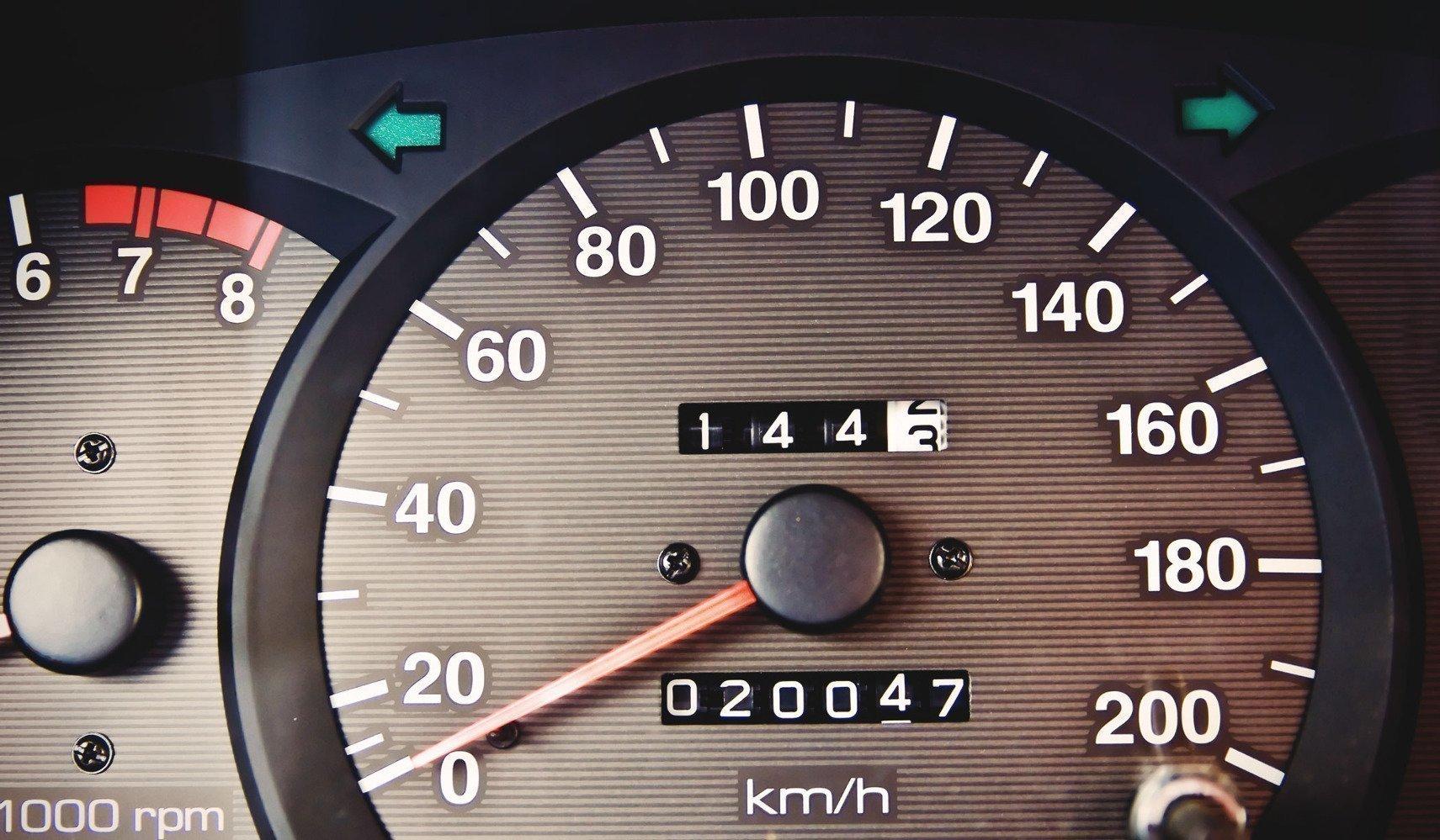 Как сделать спидометр на машине 568