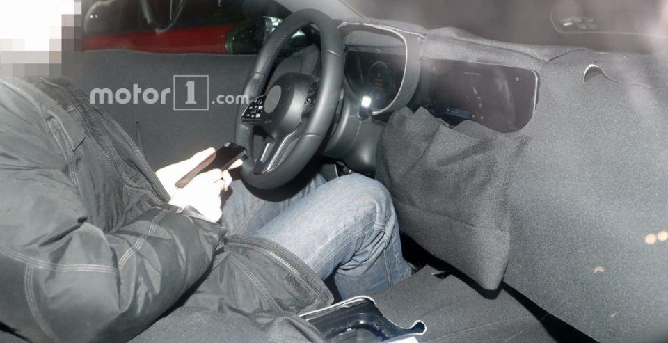 Шпионские фотографии салона Мерседес-Бенс A-Class попали вСеть