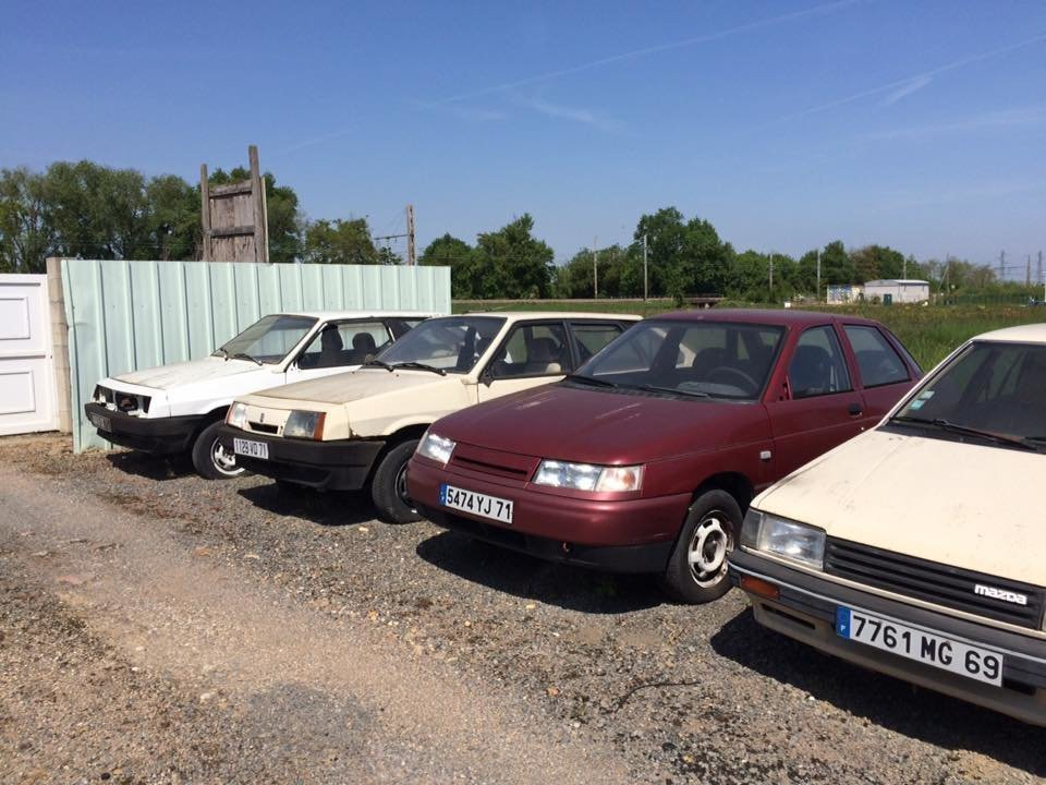 ВоФранции найден старый автомобильный салон машин Лада