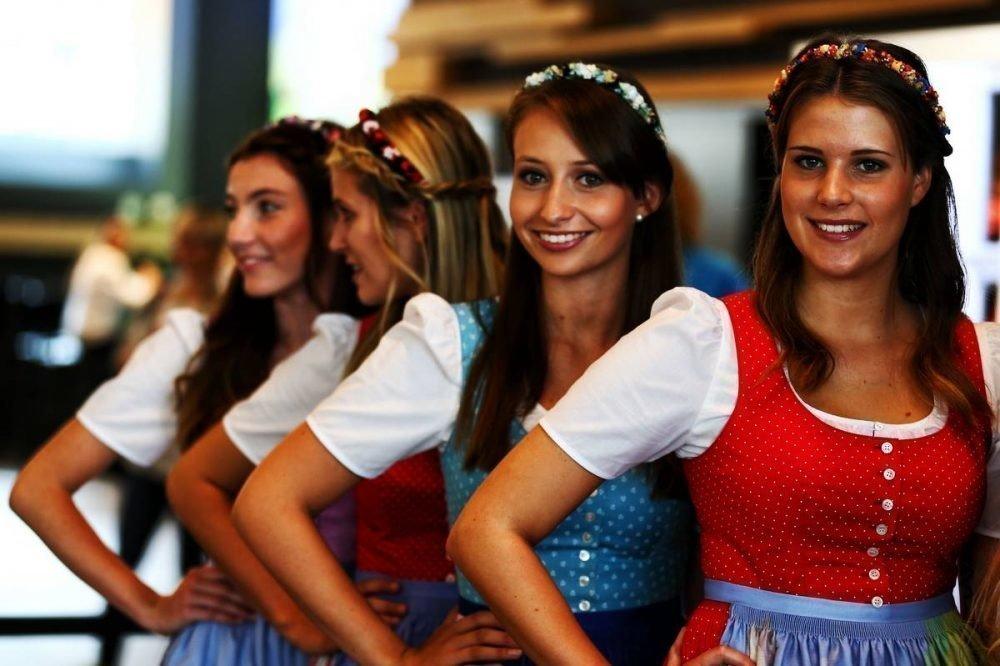 Девушек-моделей настартовой площадке «Формулы-1» заменят детьми