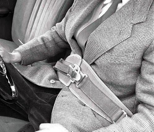 Первый ремень безопастности для автомобиля