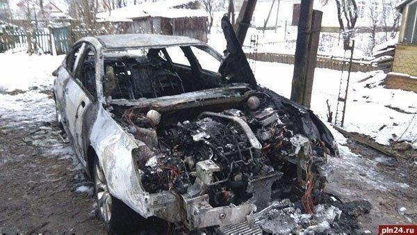 ВПскове сгорел автомобиль координатора местного штаба Ксении Собчак