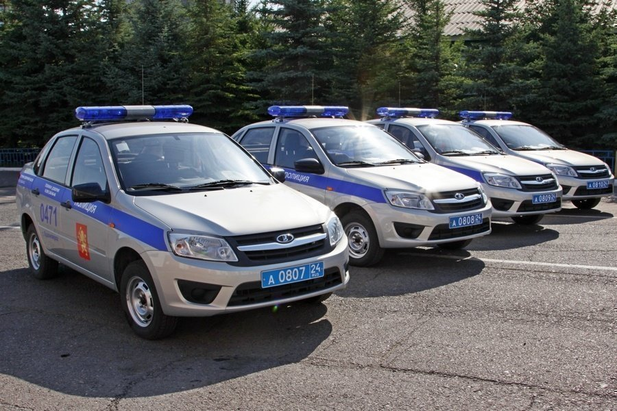 Наиболее популярная машина русских силовиков— Лада Гранта