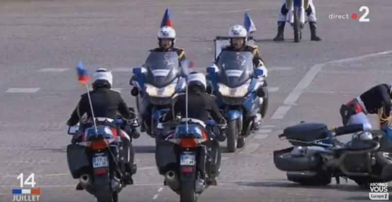 Два мотоциклиста столкнулись наглазах уМакрона