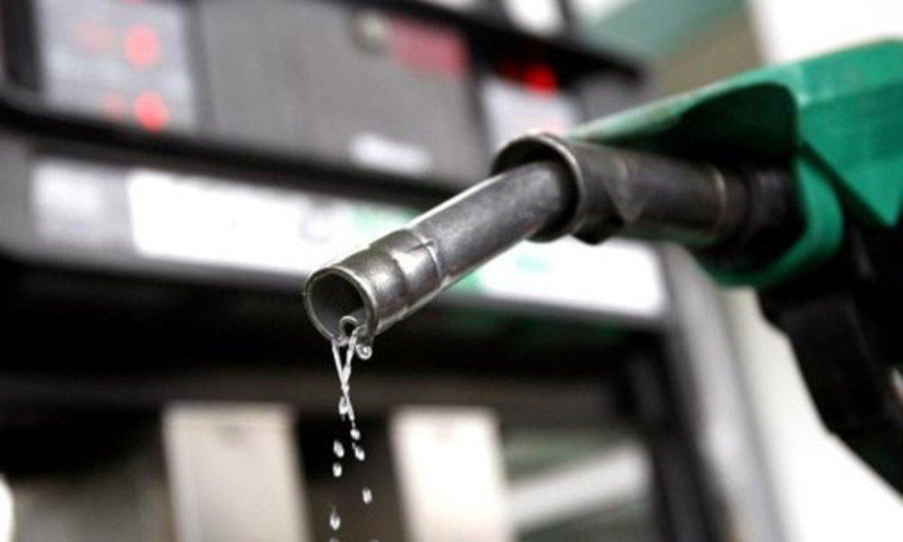 Каждая восьмая заправка в РФ торгует суррогатным топливом