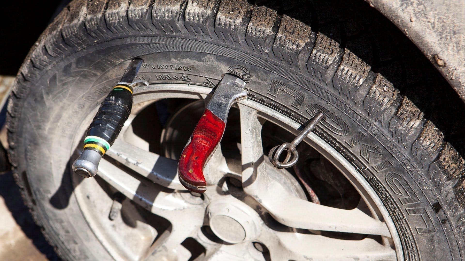 Полицейский изКаталонии проколол колеса на50 грузовиках